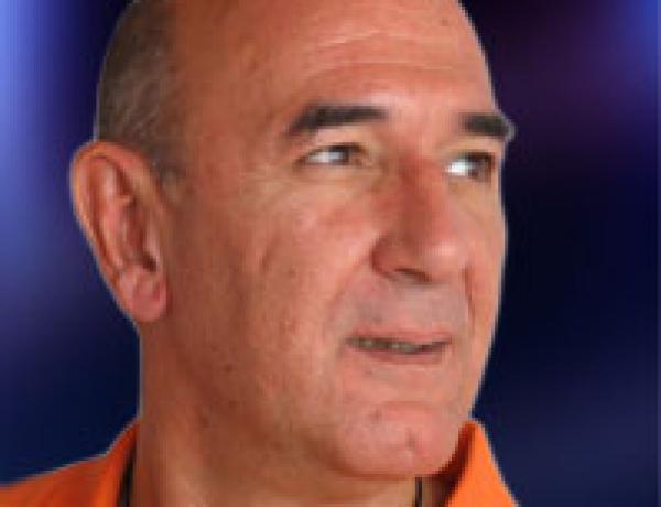 30, 31 de octubre y 1 de noviembre – Seminario «Profundizando en Yoga Nidra»/ . Conducido por Sw. Digambarananda. Danilo Hernandez